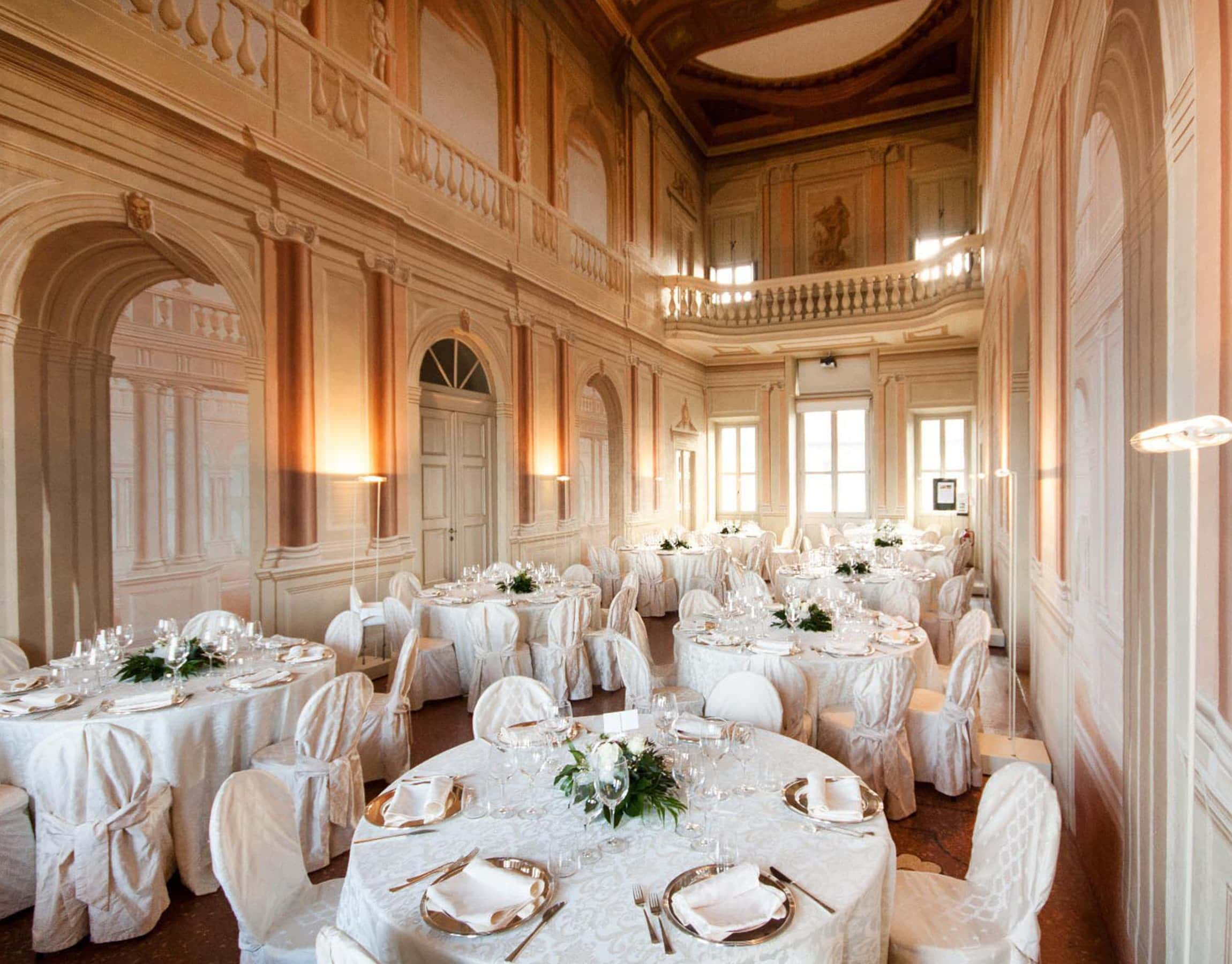 Sala da pranzo di un matrimonio in un palazzo storico