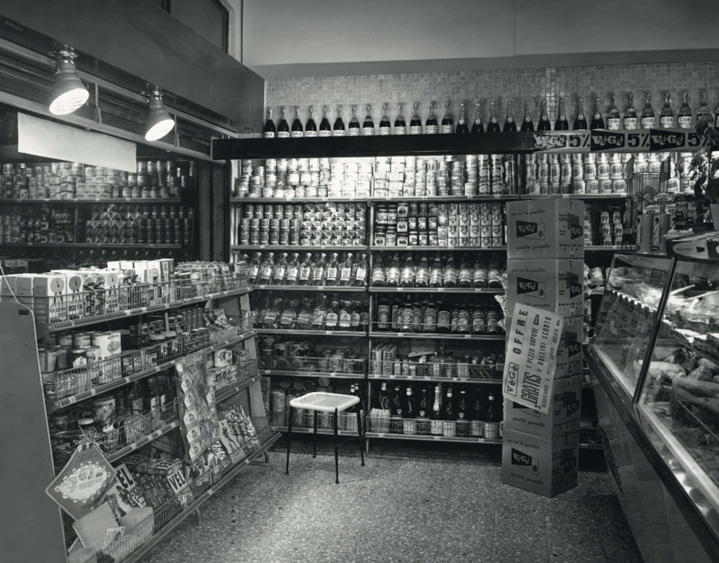 Foto storica di un negozio VéGé